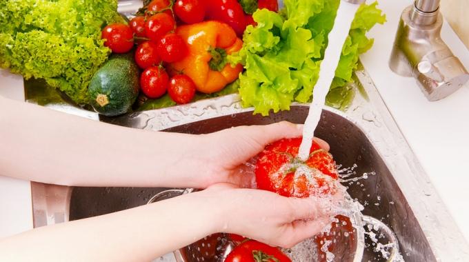 Совети за постапување со храната во жешките летни денови