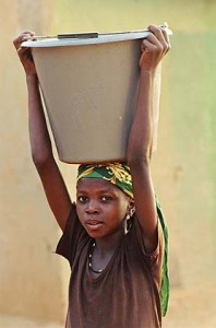 fetching_water_niger